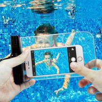 Spigen Universal (Tüm Cihazlarla Uyumlu) IPX8 Sertifikalı Su Geçirmez Kılıf Crystal Clear - 000EM20923